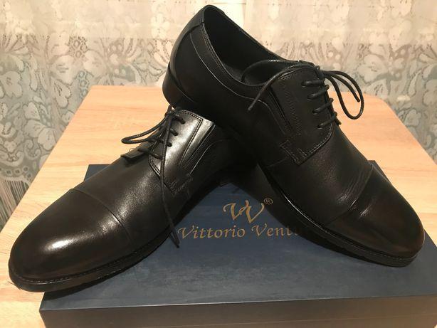 Туфли классические чёрные в идеальном состоянии