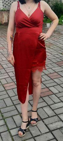 Платье красное ефектное