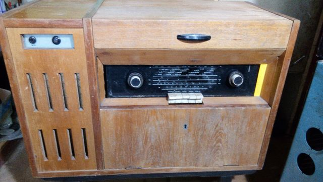 Duże radio lampowe