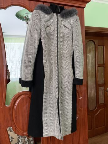 Жіноче пальто з капішоном/зима