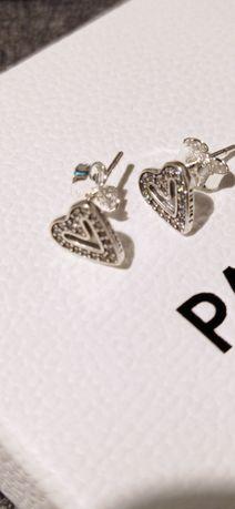 Pandora kolczyki sztyfty z lśniącymi asymetrycznymi sercami S925 ALE