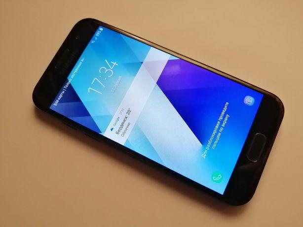 Смартфон Samsung Galaxy A3 2017 Duos SM-A320 16Gb. Отличное состояние.