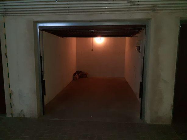 Garaż  na sprzedaż  (boczna Nadbystrzyckiej)