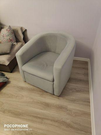 Fotele klubowe kubełkowe drewniane.