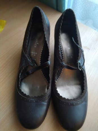 Отдам туфли на застежке