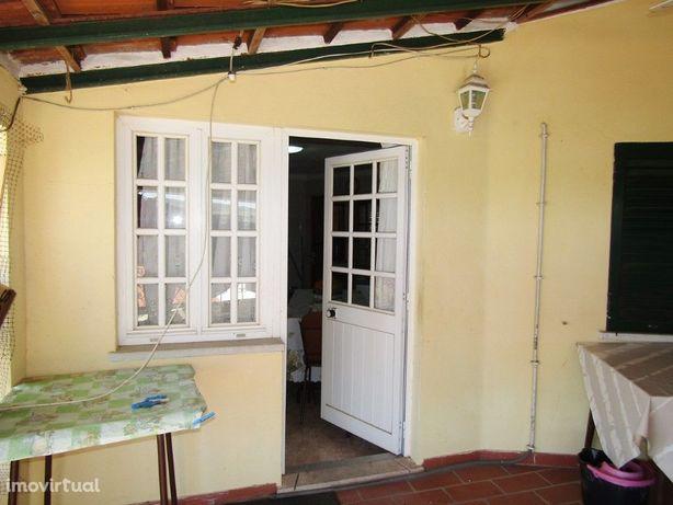 Moradia V2 situada em Vila de Frades