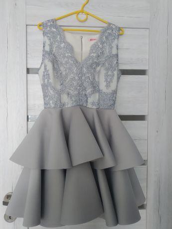 Sukienka mini koronkowa z piankowym dołem