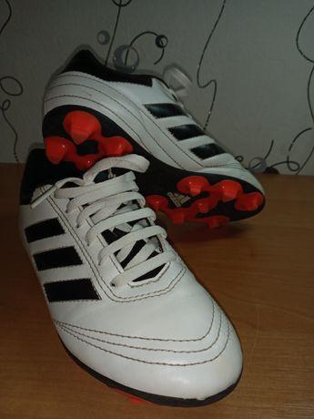 Продам бутсы  Adidas  33 размер. Оригинал