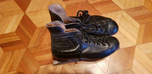 Łyżwy hokejowe 41/42 oddam za darmo
