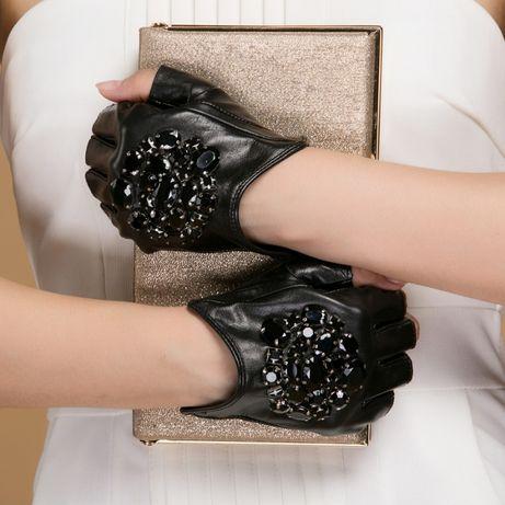 Оригинальные перчатки Chanel , женские , кожаные- без пальцев