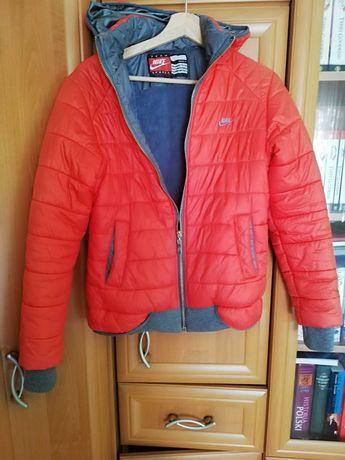 Puchowa kurtka Nike w kolorze pomarańczowo-czerwonym 36 S