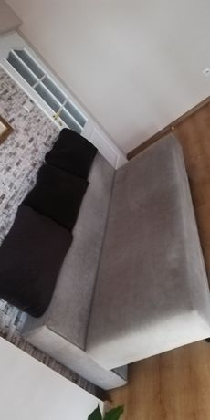 Sofa razkładana.