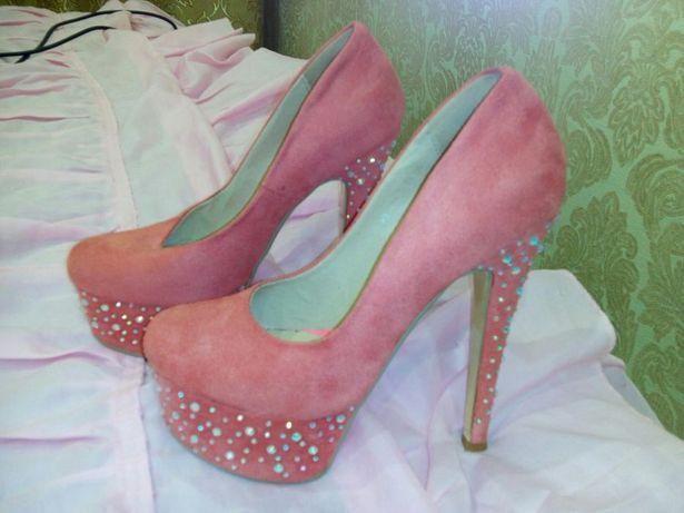 Красивые туфли из нубука.