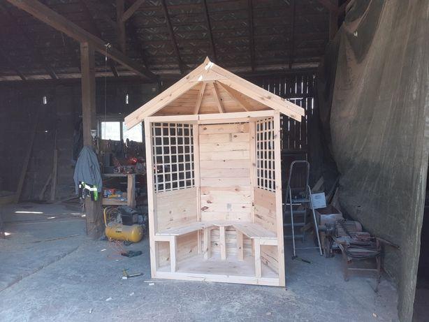 Mini altanka z ławkami