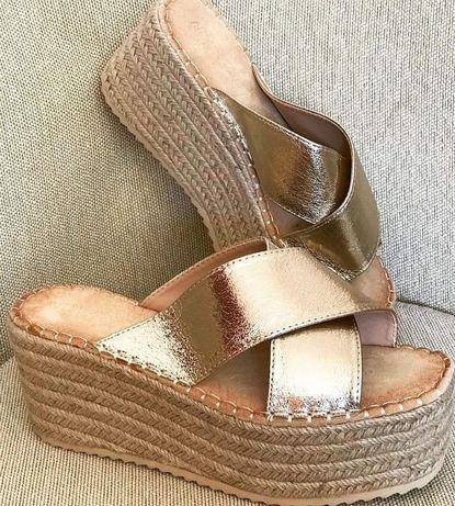Sandálias Gold novas