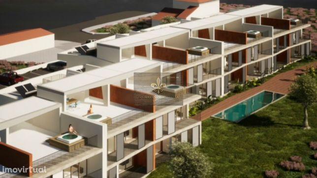 Terreno urbano para a construção de 28 apartamentos em Ferreiras - Alb