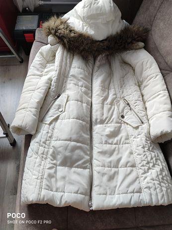 Damska biała ciepła kurtka.