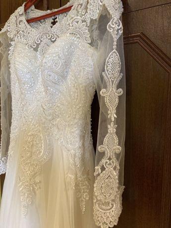 Стильне весільне плаття,сукня