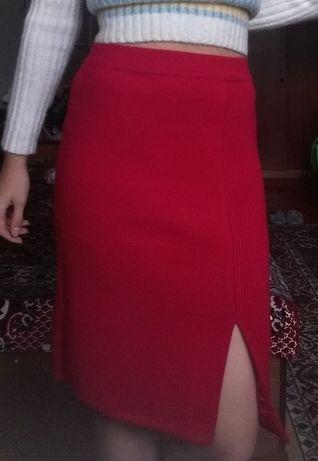теплая шерстяная красная юбка до колен
