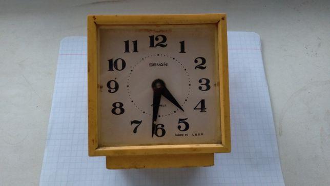 продам настольные часы СССР SEVANI механика