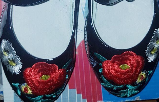 Кожаные туфельки для девочки новые