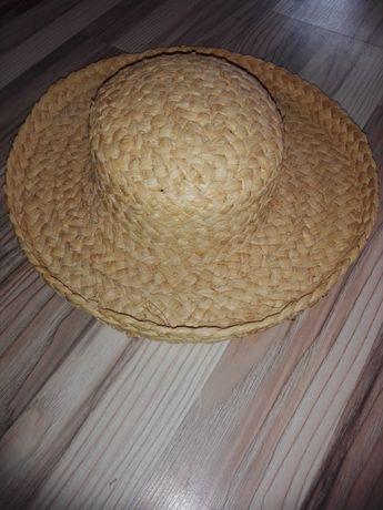 kapelusz z trawy