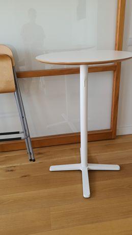 Mesa alta + conjunto de 2 cadeiras (Particular)