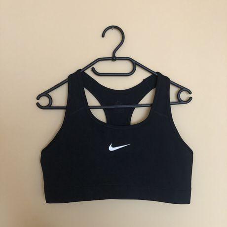 Czarny sportowy top na siłownie Nike fitness work out slim fit