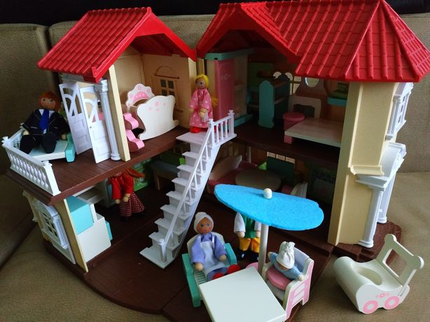 Домик Happy family и деревянная мебель Wooden Dolls House