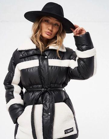 Утепленная куртка черного цвета с контрастными вставками из овчины и п