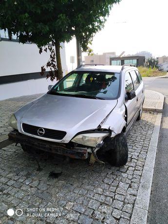 Opel Astra acidentado