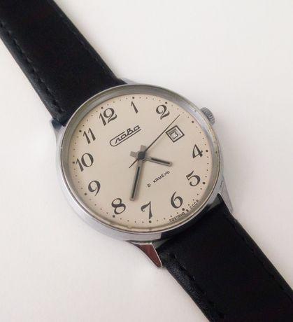 Zegarek radziecki Slava z ręcznym naciągiem.