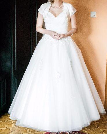 Suknia Ślubna z welonem i biżuterią