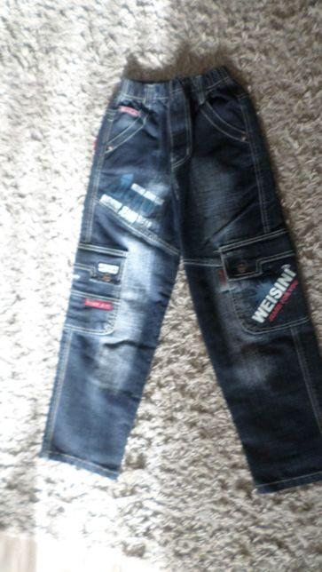джинсы для мальчика в отличном состоянии