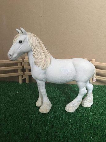 Konie schleich klacz shire
