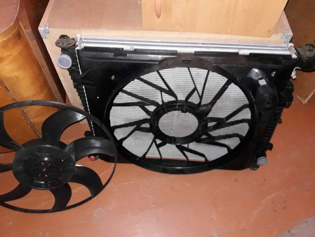 Радиатор охлаждения  Jeep Grand Cherokee 5.7