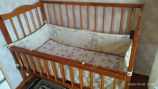 Детская кроватка +матрас+комплект постельного белья+защитные бортики