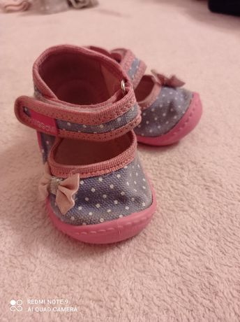 Kapcie,łapcie, buciki niemowlęce 18