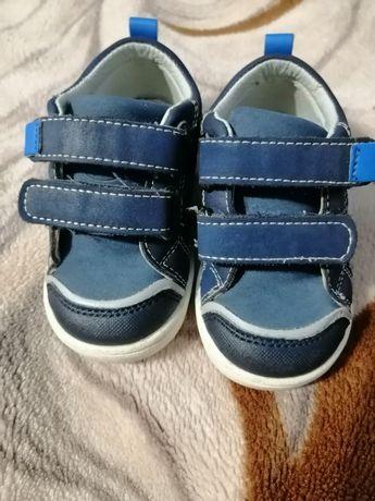 Продам кросовки на мальчика известной фирмы Clibee