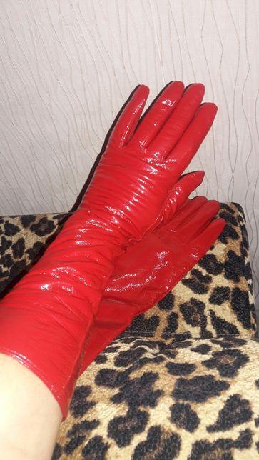 Перчатки кожа-лак длинные новые