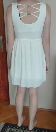 Piękna delikatna biała sukieneczka mini