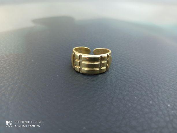 Pierścień atlantów sygnet srebro pr.925 pozłocony.