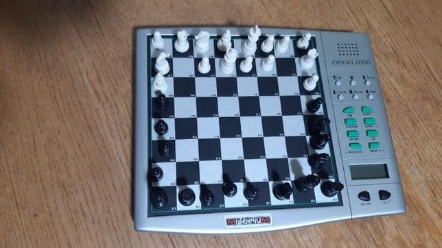 Шахматный компьютер с фигурами на магнитах Orion Millenium - 450рн