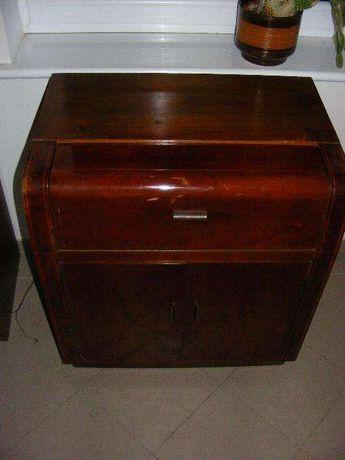 stara antyczna szafka z gramofonem marki Dual
