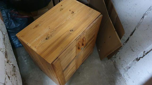 Regal sosnowy , nadstawka nad zamykaną szafką