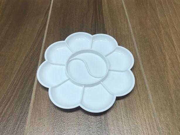 Пластиковая палитра для красок, 13.5 см, новая