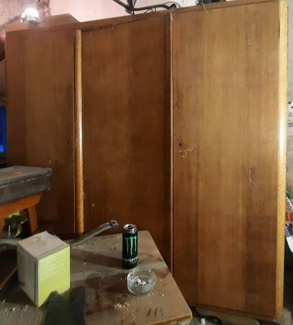 Zabytkowa szafa z drewna