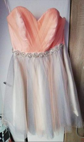 Śliczna sukienka bez ramiączek, tiulowy dół