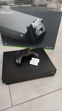 Sprzedam Xbox one X + 4 akumulatorki eneloop +  Pad i okablowanie
