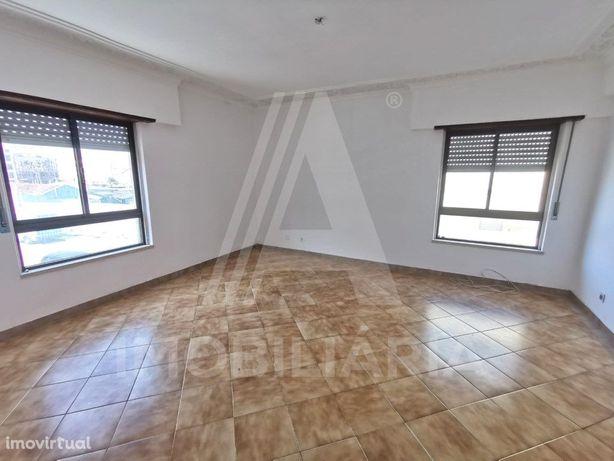 Apartamento T2 em Mem- Martins ( São Carlos ) com Arrecad...